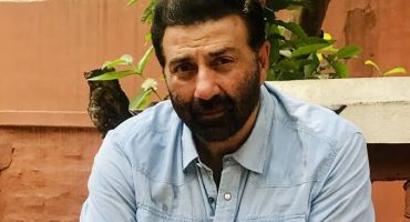 Sunny deol to arrive in Pakistan today
