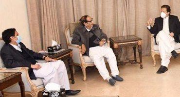 PM Imran Khan met Chaudhry brothers in lahore.