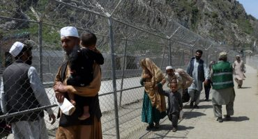 Pakistan temporarily suspends arrivals from Iran, Afghanistan via land